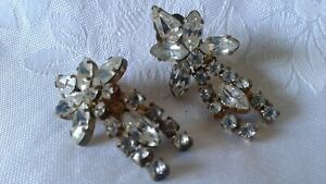 A BEAUTIFUL VINTAGE GOLD TONE WITH WHITE MARQUIZ & RHINESTONES CLIP ON EARRINGS
