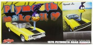 Plymouth Road Runner The Loved Bird Air Grabber Figure 1:18 GMP Diecast Ovp