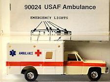 Chevrolet Suburban 4x4 USAF Ambulance 1:87 Trident 90024
