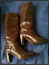 Bottes, de couleur marron, tout cuir (extérieur comme intérieur), talon 8cm