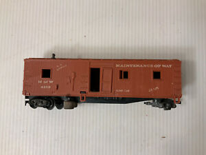 A130-HO Scale Brown Revell 1958 Cleaning Car