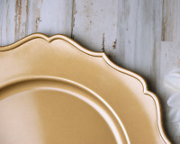 Decorative holiday & wedding gold scallop glam plate charger 4-piece set