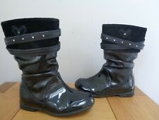 Clarks Infant Girls Black Patent Boots size 7.5. Full Zips. Hearts. Straps