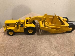 1/24 Vintage Caterpillar DW10 Scrapper and pull Tractor by Reuhl Toys, Ruehl Toy