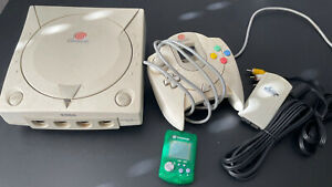 SEGA Dreamcast Console: VMU, Controller, and Cables