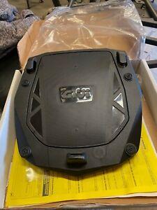 Givi E251 Universal Monokey Plate inc Fitting KIT