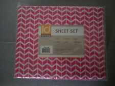 Intelligent Design Twin Bed Sheets. Polyester, Red/White Chevron. Machine wash.
