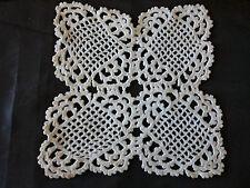 NAPPERON ancien CROCHET FAIT MAIN  carré  22cm / 22cm blanc