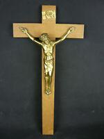 ÄLTERES HOLZKREUZ WANDKREUZ KRUZIFIX JESUS CHRISTUS + INRI AUS MESSING 50x24,5cm