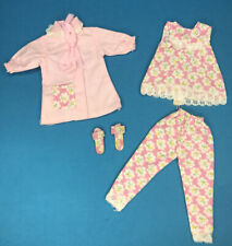 VINTAGE Barbie sister SKIPPER Pepper CLONE abiti rosa pigiama Robe Pantofole +