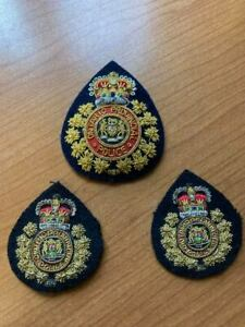 Obsolete Ontario Provincial Police Commissioned Officer Hat Badge  & collars OPP