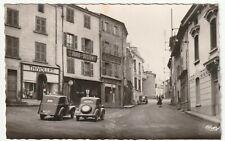 Boën (Loire) place de la jeunesse (commerces, automobiles)