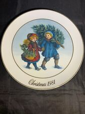 Avon Collectors Plate, Christmas First Edition 1981, Christmas Tree, Japan, 9�