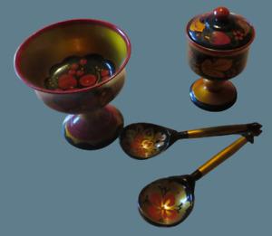 Holzgeschirr – Chochloma-Malerei – 4 Gegenstände, handbemalt
