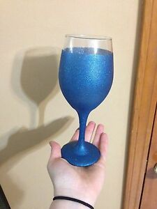 2 full glitter wine glass