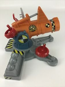 Hot Wheels Incredible Crash Dummies Canon Slam Catapult Playset Mattel 2004