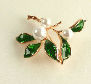 Women Lady faux Pearl Big Green Holly Brooch 18K Yellow Gold Plated 45 x 45mm UK