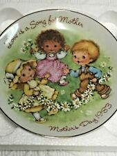Avon - Mother's Day Plate with Easel - 1983