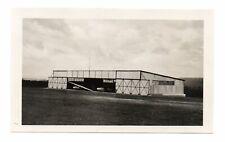 Altes Foto Flugzeuge  um 1938. Flugzeughangar , Flugplatz , Segelflugzeug