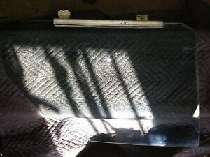LEFT FRONT DOOR GLASS FOR MERCEDES 116 CHASSIS 450SE,SE, OR 6.9