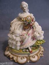 """Porcellana di Capodimonte, """" Dama con cesto di Fiori """""""