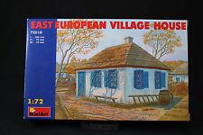 YV085 MINIART 1/72 maquette 72016 East European Village House maison Est Europe