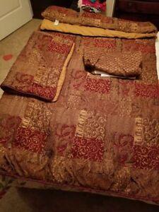Croscill Queen comforter set
