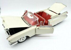 Model Car Cadillac Eldorado Biarritz Scale 1/18 diecast vehicles Maisto