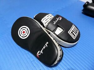 TITLE Viper Curved Muay Thia Leather Boxing Focus Mitts