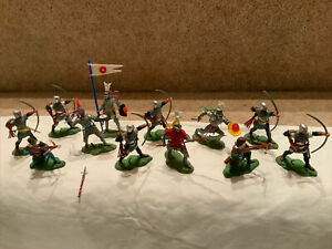 """12 BRITAINS HERALD SWOPPET """"WARS OF THE ROSES"""" FIGURES. PAINTED PLASTIC. EX. CON"""