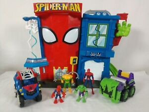 Playskool - Spiderman Stunt City Playset - Marvel Heroes - 4 Figures & 2 Vehicle