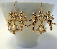 Romantici orecchini con cupidi e boule di perle in stile antico placcati oro 14