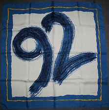 foulard carré en soie 92 FOOTBALL DISTRICT  87 cm x 85 cm