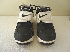 "Boys Size 4.5 Y Nike Air Black And White Diamond Turf Shoes "" GREAT PAIR """