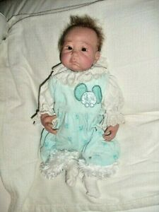 Reborn Baby Puppe bezeichnet SB - Handgefertigte Puppe wie ein echtes Baby