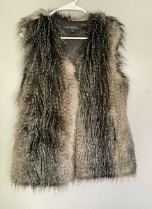 VIA SPIGA Women's S Collarless Faux Raccoon Feathered Vest outerwear