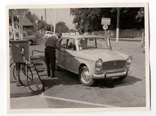PHOTO - Snapshot - Voiture Auto Automobile Station Pompe à Essence Vers 1960