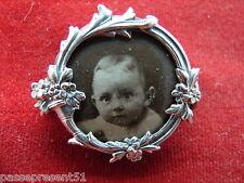 Jolie ancienne broche, corne d'abondance, fleurs, bébé