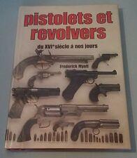 Beau livre Pistolets et revolvers Frederick MYATT Celiv 1993 BE