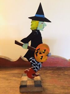 2004 NANCY THOMAS HAND CARVED PAINTED WOOD FOLK ART WITCH HALLOWEEN