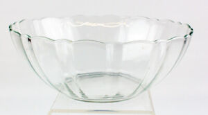 "Arcoroc France Clear Glass Salad/Serving Bowl - 9"" Wide"