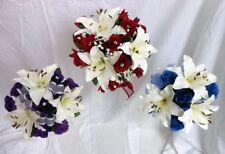 Fiori, petali e ghirlande viola per il matrimonio