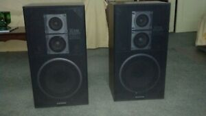 Sanyo 3 Way SS-540 Floor Speakers / Vintage stereo