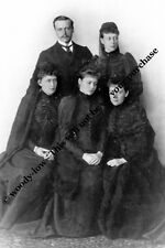 mm778-  adult Hesse children  in mourning after father died - Royalty photo