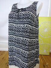 AUTOGRAPH SIZE 18 MId lenth Tunic black and white  New with tags