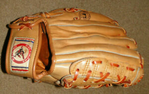 1970'S BALTIMORE ORIOLES LEATHER BASEBALL GLOVE STAIDUM GIVE AWAY BACK THEN