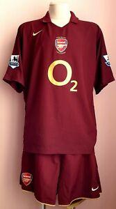 Arsenal 2005 - 2006 Home football Nike shirt + shorts #14 Henry