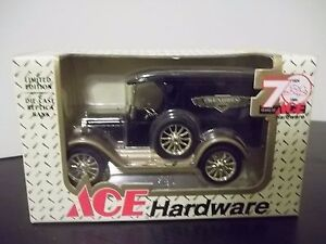 Ertl Die-Cast Metal Vintage Chevrolet Delivery Van Coin Bank Ace Hardware 1/25