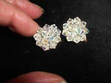Vintage Élégant clip sur boucles d'oreilles Ton Argent Avec Cluster Aurora Borealis Perles