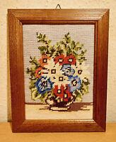 Stickbild,Stilleben,Handarbeit,im Holzbilderrahmen mit Aufhängung.-30 x 24 cm